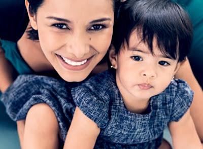 Foto de Maricielo Effio con su bebita