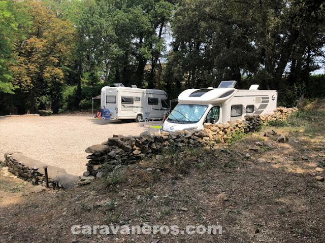 Área de autocaravanas de la Bodega Chateaux Maucoil | caravaneros.com