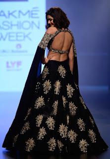 Prachi Desai In Black Lehenga Choli At Lakme Fashion Week (3)