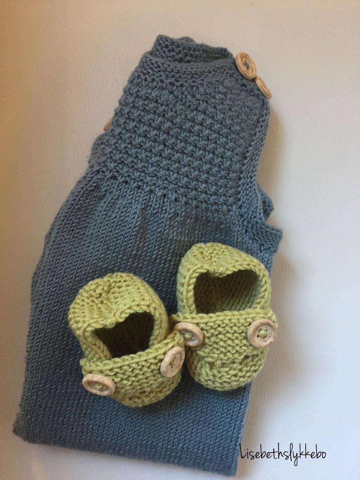 0ef4d540 Jeg kom over en gratis oppskrift på ballongbukse fra Dale garn.  http://dalegarn.no/katalog/dg226-baby-hentesett/ Jeg falt pladask for denne  buksa da jeg ...