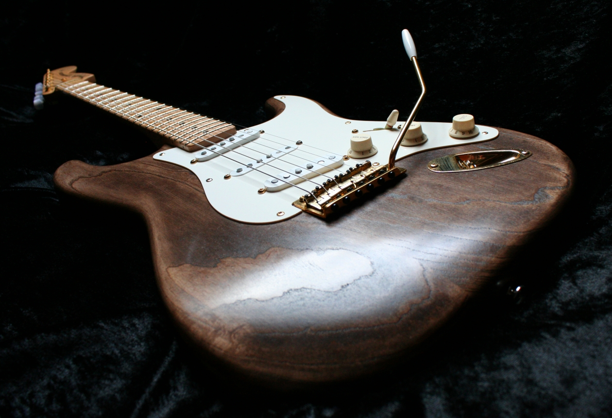 finishing with tone andy preston 39 s wudtone custom guitars stratocaster guitar culture. Black Bedroom Furniture Sets. Home Design Ideas