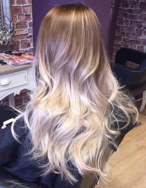 Cuando su color de pelo esto parece increíble, no necesita un montón de estilo para hacer que se destacan. Aquí, usted tiene balayage marrón que queda para