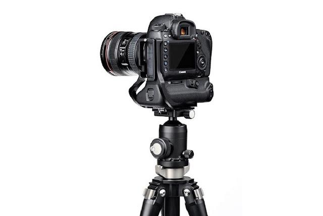 Canon EOS 5D MKIV w/ Sunwayfoto PCL-5DIVG on tripod