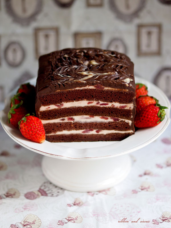 chocolate cake with strawberry filling ribbon and circus eggless chocolate cake with strawberry 2840