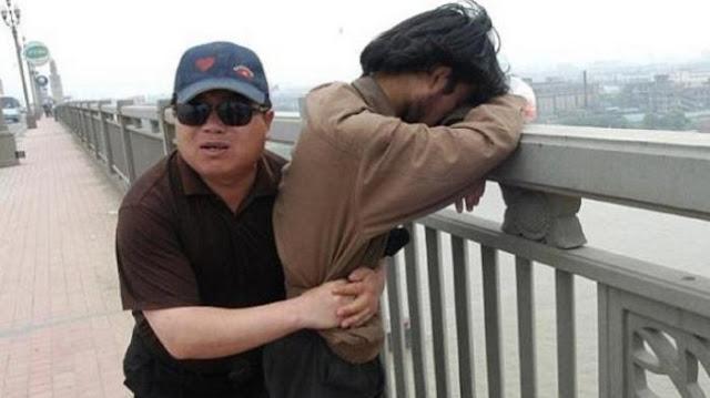 Selama 13 Tahun, Pria Ini Sudah Selamatkan 321 Orang yang Nekat Hendak Bunuh Diri