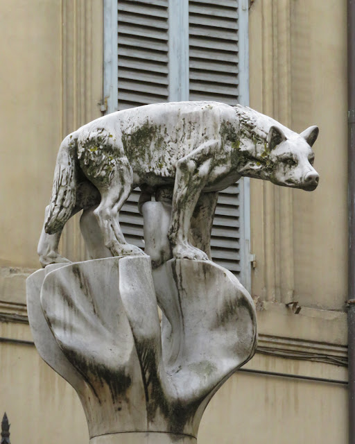 The She-wolf of Siena, Piazza di Postierla, Siena