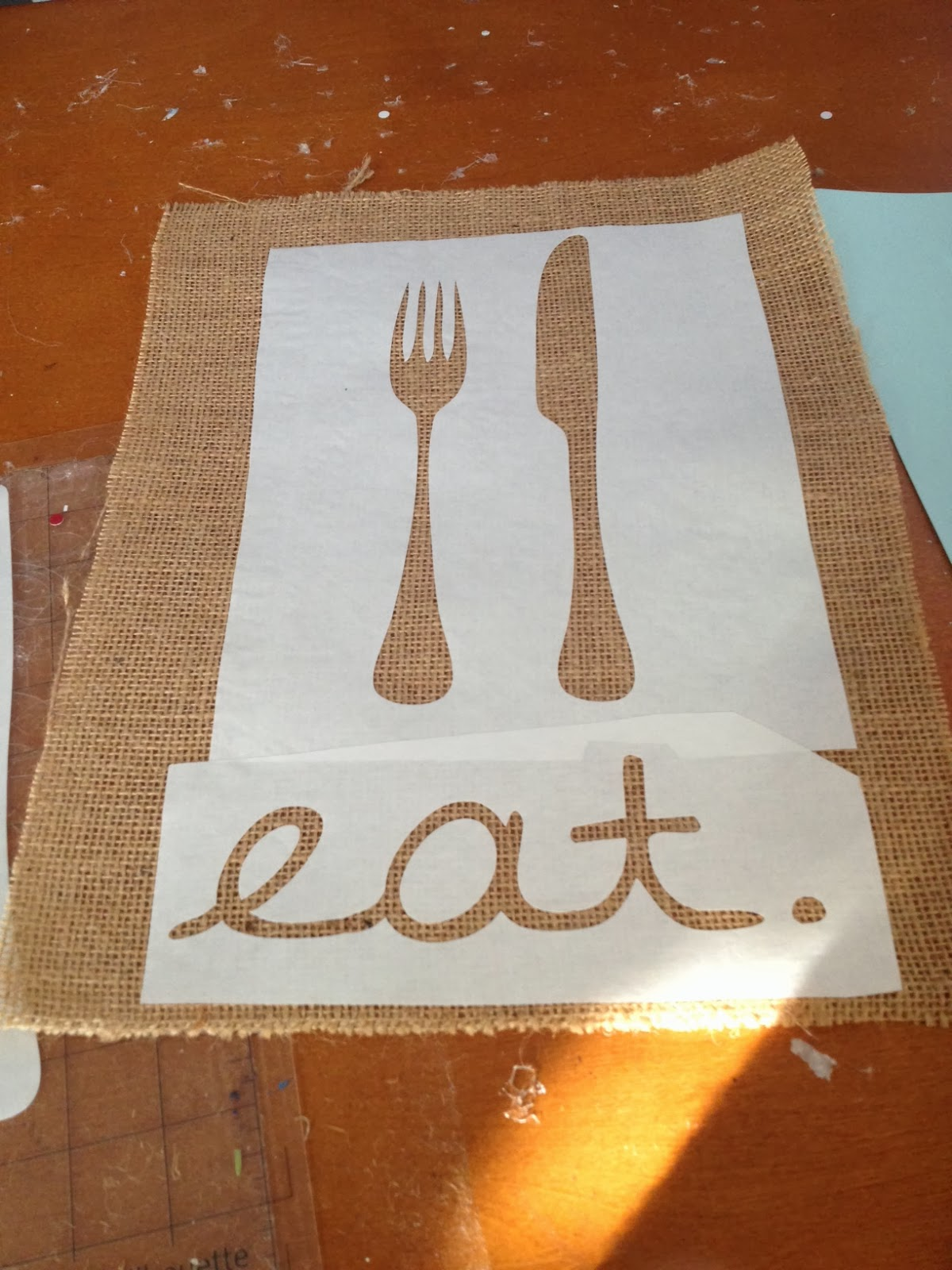 Kitchen art, DIY, do it yourself, Silhouette tutorial, Silhouette Studio, stencil, burlap