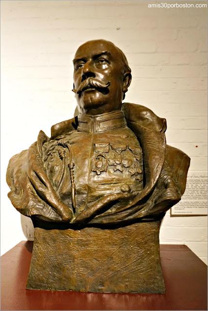 Busto de Larz Anderson