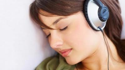Kebiasaan Dengar Musik Membuat Telinga Lebih Rentan dengan Risiko Tuli
