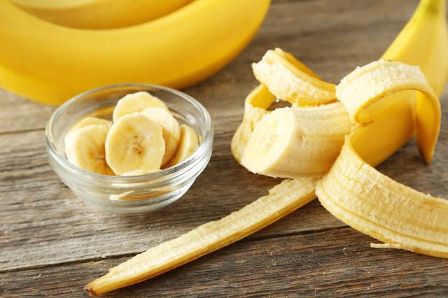 pele mais jovem, banana na beleza, esfoliação, sem manchas na pele, clareamento com banana, dicas caseiras