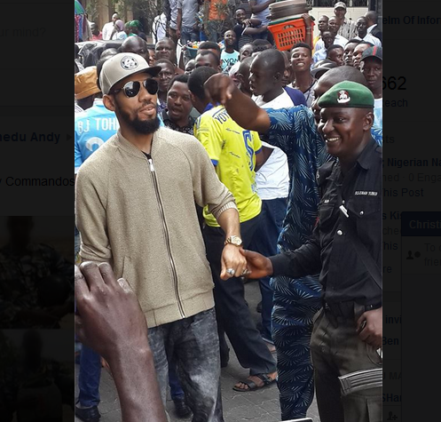 Phyno Storms Lagos Island, Pulls Massive Crowd
