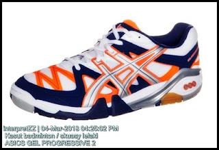 Gambar kasut badminton atau skuasy ASICS GEL PROGRESSIVE 2 untuk lelaki bagi permainan menyerang. Kasut biru putih oren