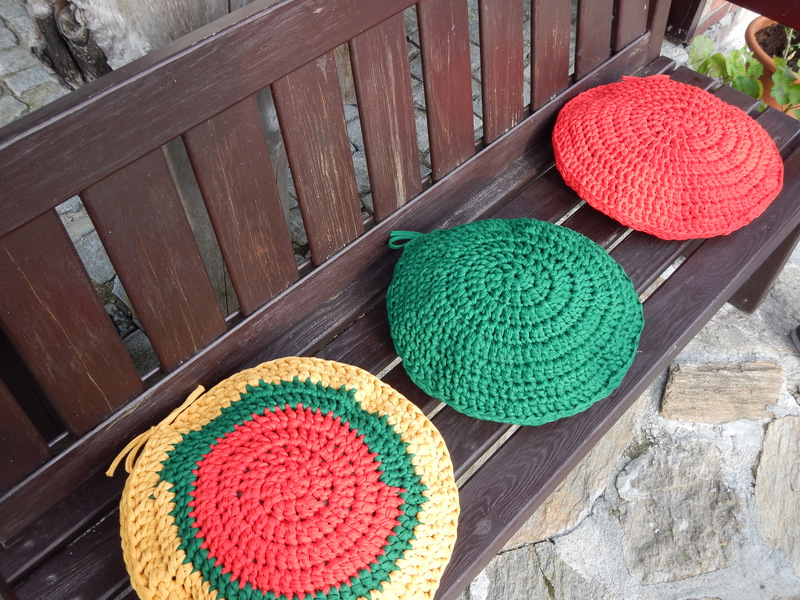 Poduszki okrągłe z Hooked Zpagetti