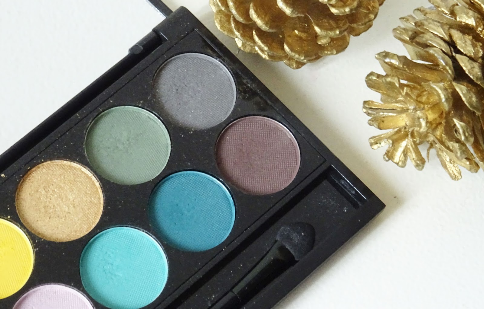 "Tuto : Maquillage ""Gold Glitters"" produit lèvres"
