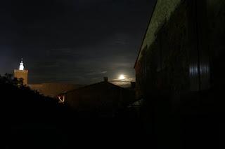 Pleine lune sur le village de Duilhac pour Pâques