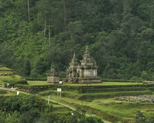 Travel.Tinuku.com Gedong Songo temples in Bandungan, mysterious ruins the nine buildings on slopes of Mount Ungaran