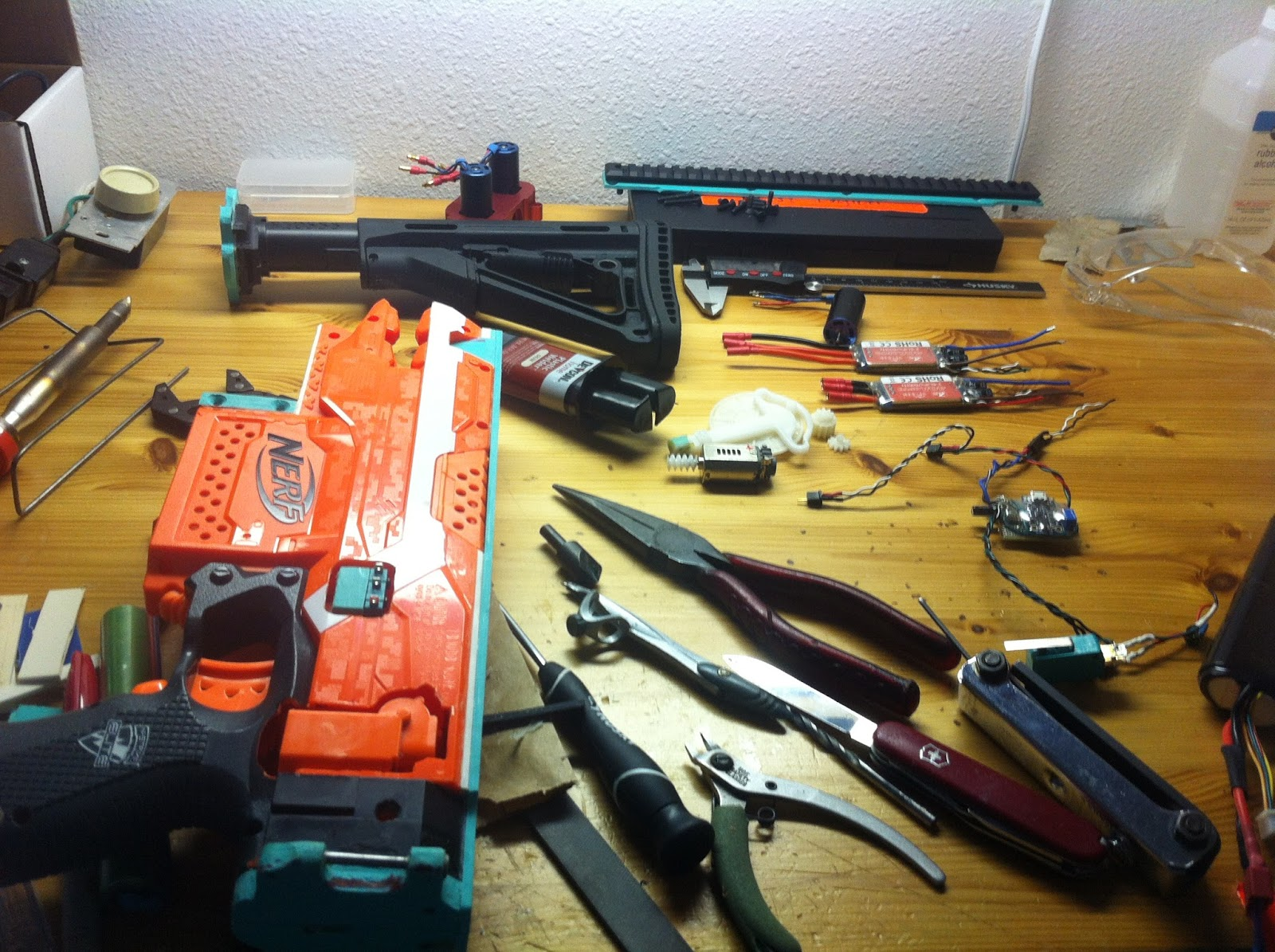 The Dart Zone Brushless Inrunner Ar Cage Continued And Project T17 Wire Harness Assembly Workbench Perhaps You See Sling Mount Built Into Stock Base Now As Well Finished With Its Mating Plate To Bolt Up On That Flat Surface