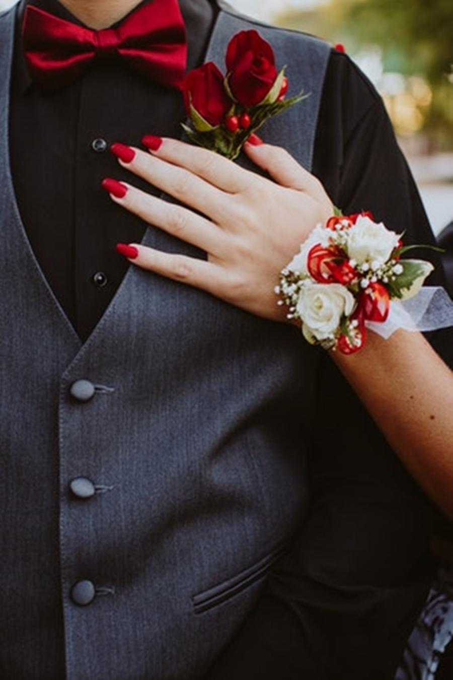 Roupa do noivo para casamento vermelho e branco