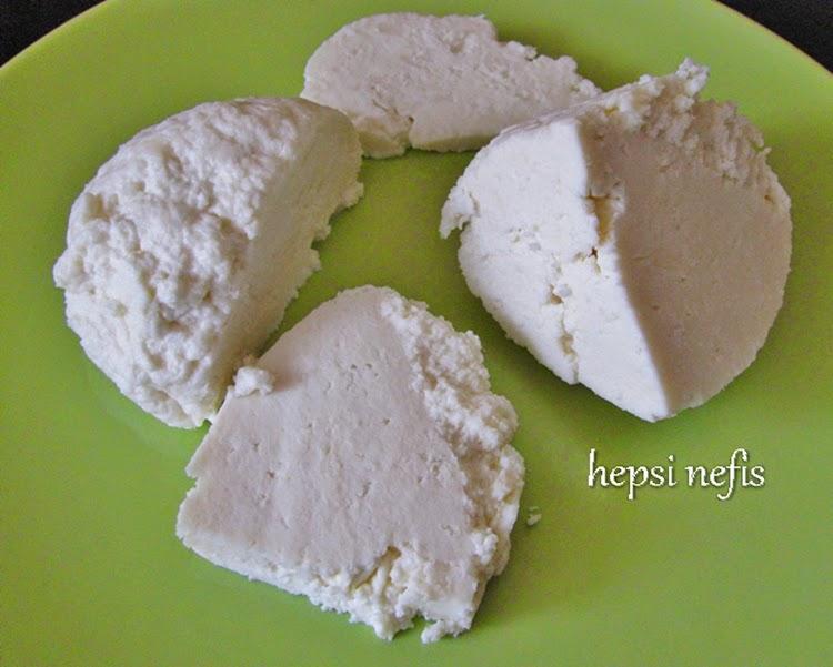 Evde taze lor peyniri yapımı