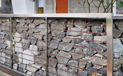 desain pagar batu alam full