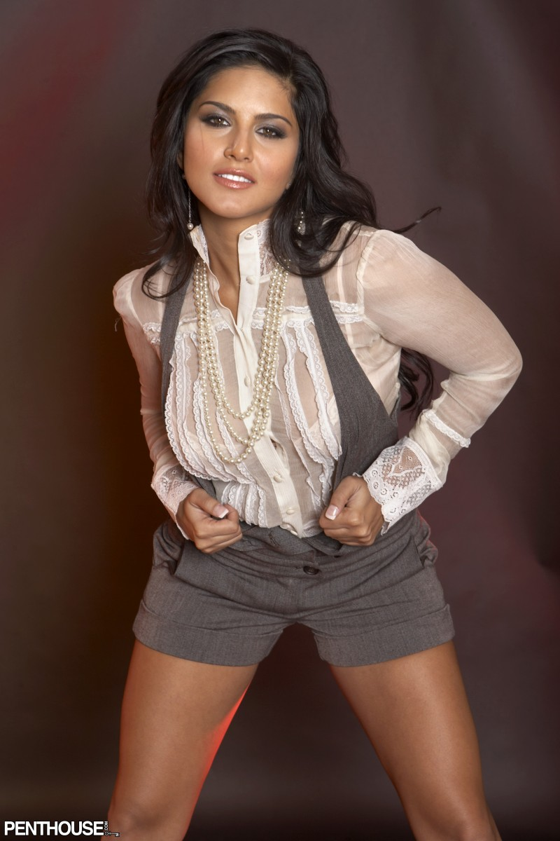 Nude Pictures  Sunny Leone Bra-8285