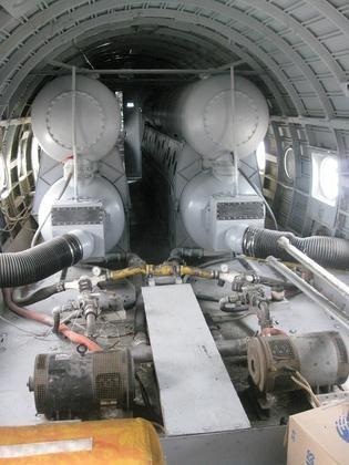 Interior Avião Pulverizador de Chemtrails-12