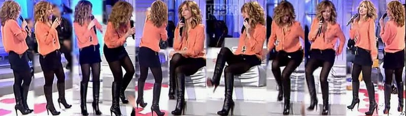 Emma Garcia Video Upskirt Con Mini Muy Corta y Botas