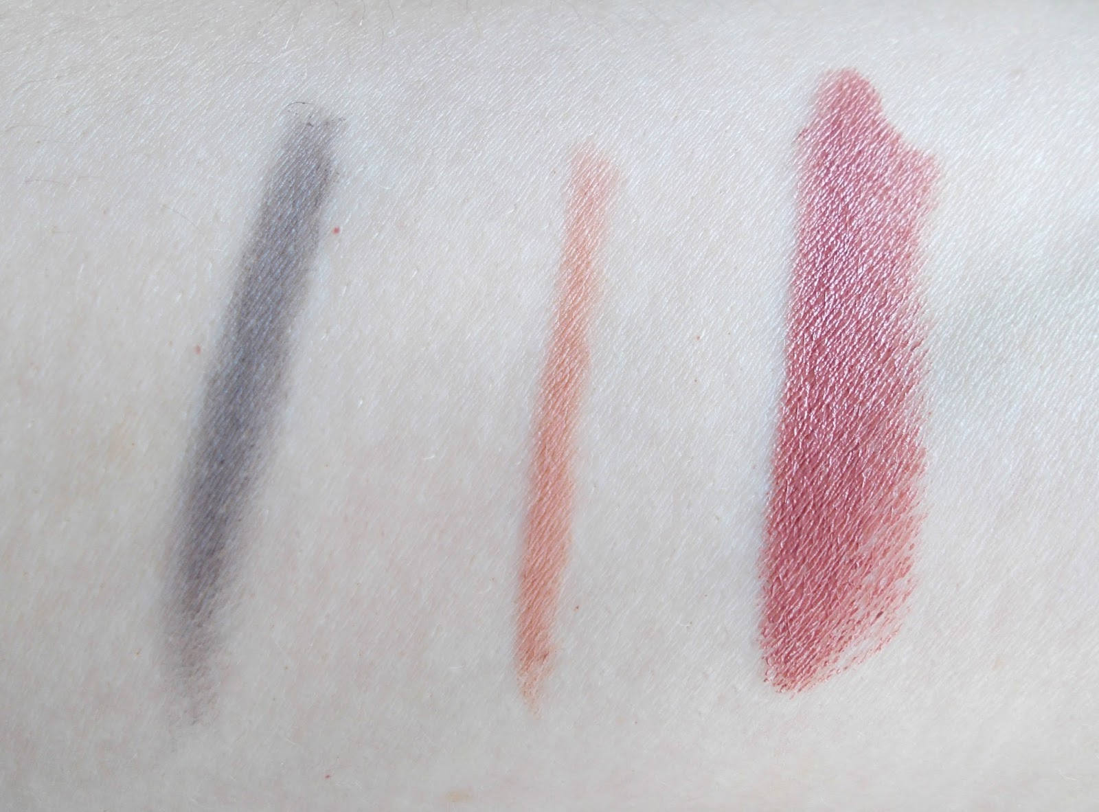 bobbi brown lip colour in brown swatch