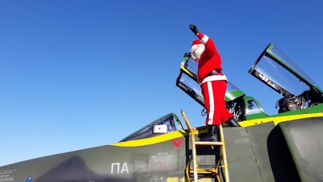 Ο Άγιος Βασίλης προσγειώθηκε με αεροσκάφος της Πολεμικής Αεροπορίας