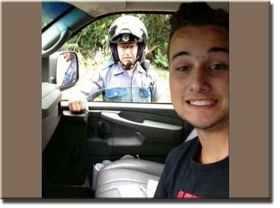 Fail - Selfie parado pela polícia