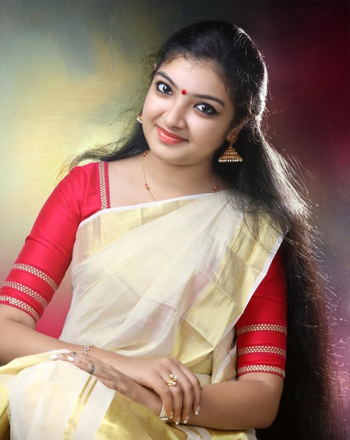 Actress MalavikaNair Latest Images
