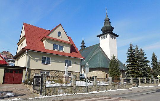 Dom rekolekcyjny i kościół parafialny w Rdzawce.