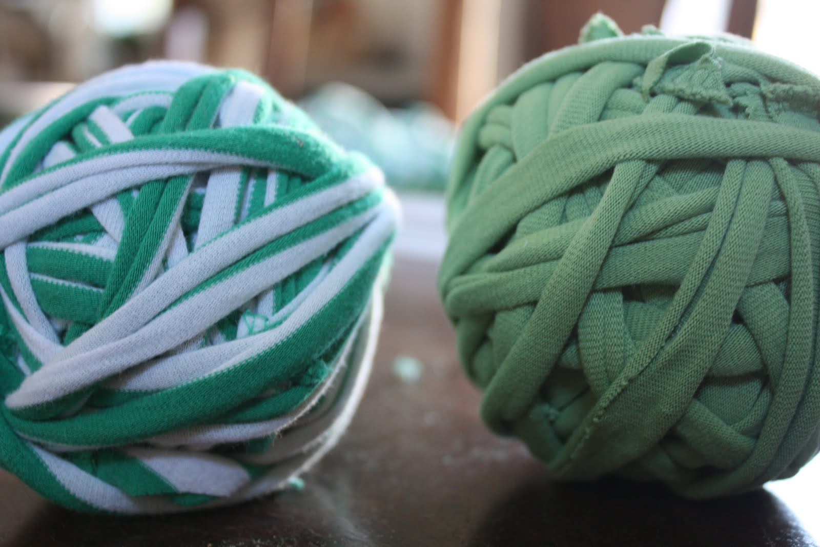 Dried Figs and Wooden Spools: t-shirt yarn: a tutorial