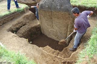Photo des fouilles sur les statues