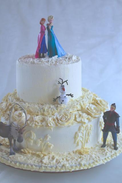 Frozen Torte mit Buttercreme Blüten, Blumen aus Buttercreme spritzen