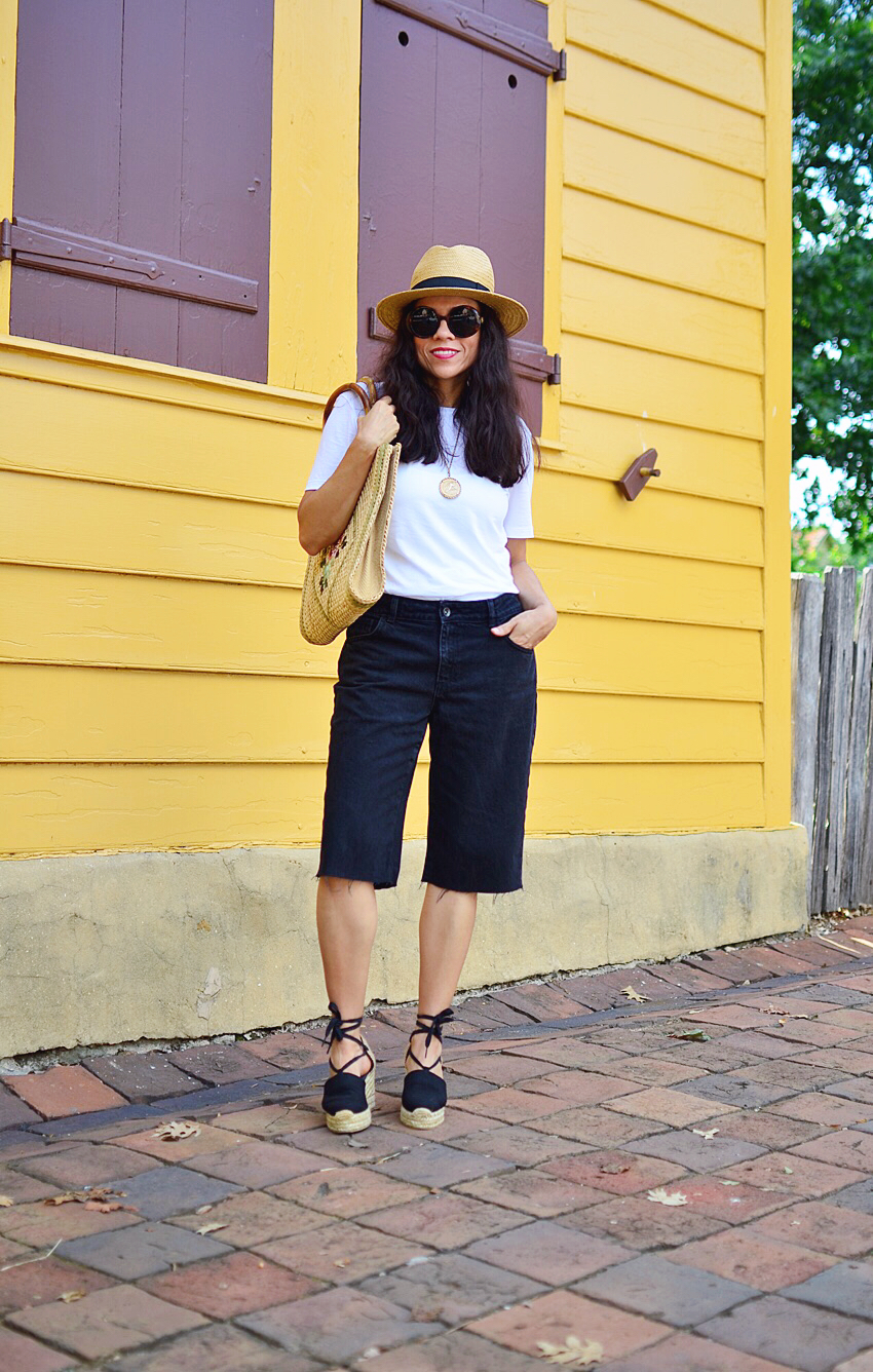 Outfit with Bermuda shorts