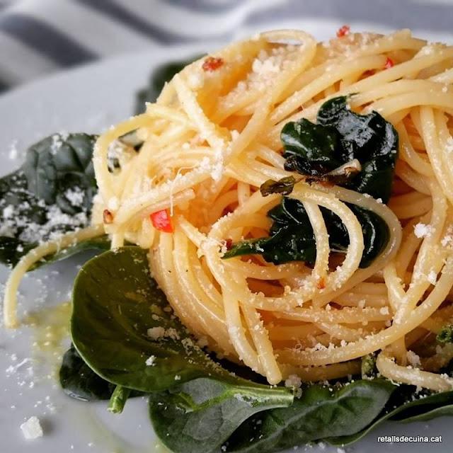 Espagueti amb all i espinacs