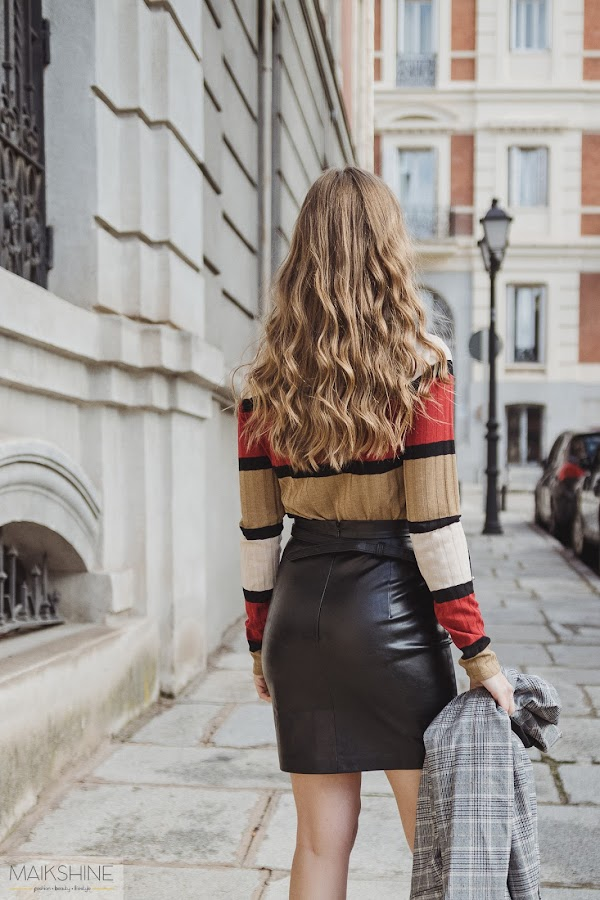 Outfit fake leather mini skirt
