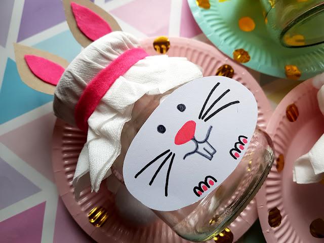 dekoracja DIY, kreatywnie, kreatywnie z dzieckiem, Wielkanoc 2018, wielkanocna girlanda - króliczki, wielkanocna ozdoba, wiosenna girlanda, wiosenna ozdoba, wiosna, wiosenne kwiaty diy, zajączek wielkanocny