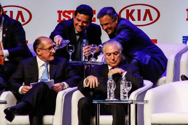 """Esta história de IPO e abertura do capital é apenas uma versão edulcorada de uma equação muito simples: fazer o dinheiro da família ficar limpo da mancha da corrupção e limpar a marca da mancha da corrupção, """"sob nova direção"""".  Os braços da empresa já foram ou estão sendo negociados.  O ramo de tecnologia militar, por exemplo, já foi repassado à israelense Elbit que vem comprando, faz tempo, empresas brasileiras, como a Aeroespacial e Defesa, que acaba de firmar um contrato de US$ 100 milhões com o Ministério da Defesa, para a produção de estações automáticas de armas e a AEL Sistemas, que produz aviônicos e sistemas eletrônicos de combate."""