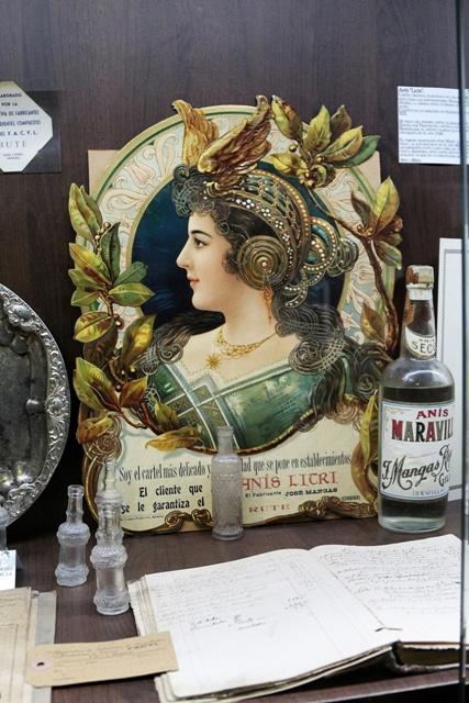 Carteleria histórica en el Museo del Aguardiente anisado