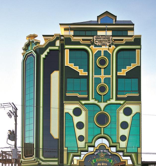 Conhecido por sua arquitetura moderna e colorida, possui mais de 60 projetos construídos em El Alto, a cidade mais alta da Bolívia, a 4 mil metros acima do nível do mar.