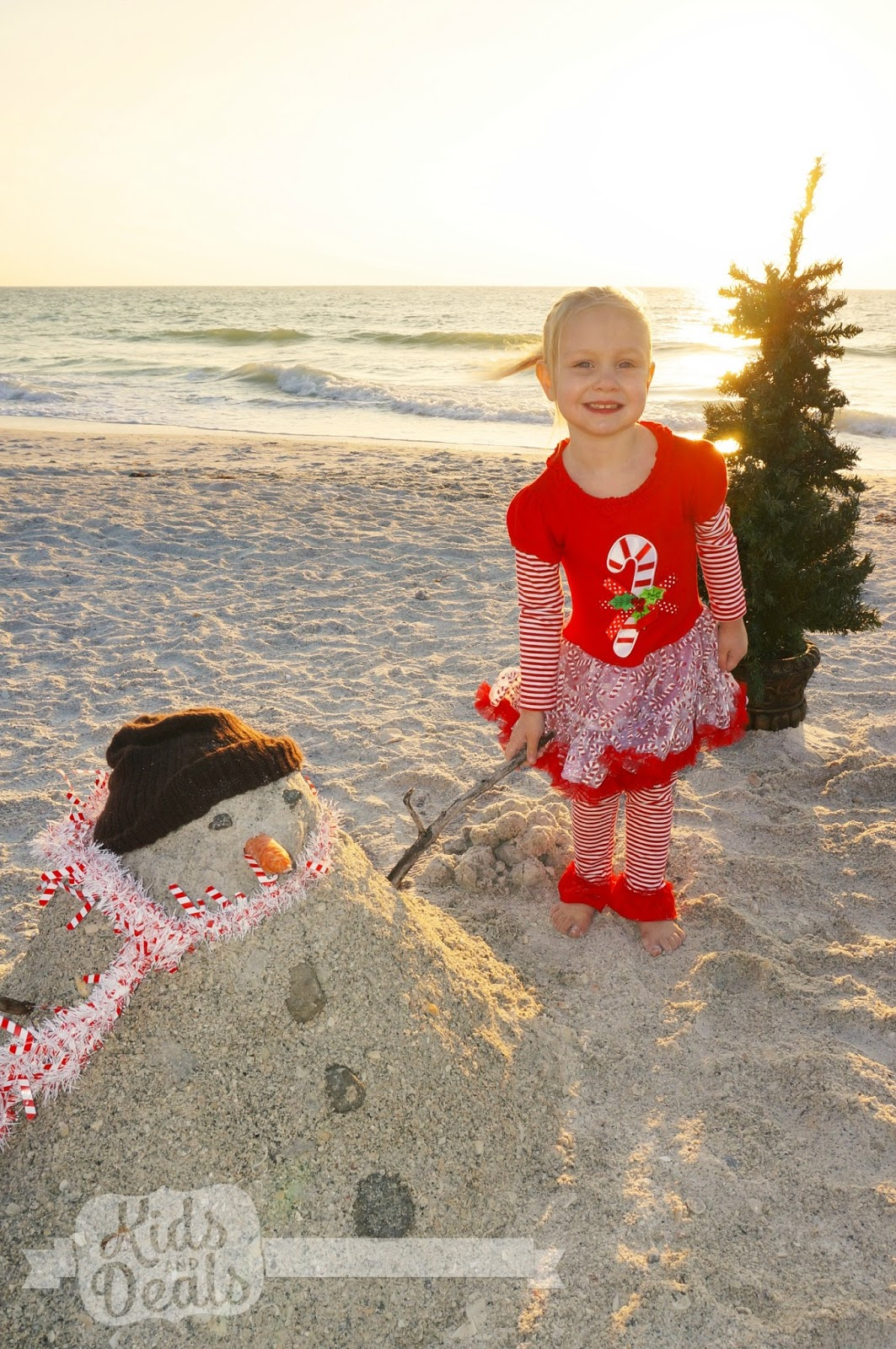 Kids and Deals: Beach Christmas Family Photo Ideas