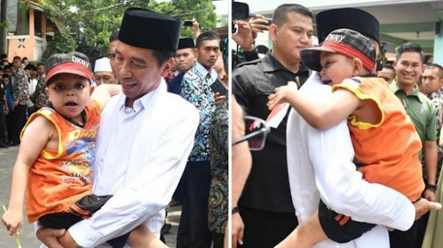 Sambutan Histeris Bocah Peluk Jokowi, Adakah Rekayasa?