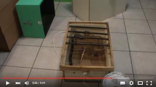 Κώστας Παναγιωτίδης: Μελισσοκομικός θερμοθάλαμος, ξύλινος, οικονομικός, για ξεπάγωμα μελιού.