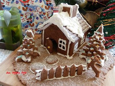 http://kolorowyprzepisownik.blogspot.com/2014/12/piernikowa-chatka.html