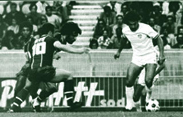 ad58e311f7 O Torneio de Paris 1976 foi o primeiro vencido pelo Fluminense. Foram  disputados pelas seguintes equipes  Fluminense