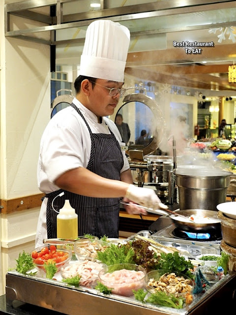 Hotel Istana Kuala Lumpur Chef In Action