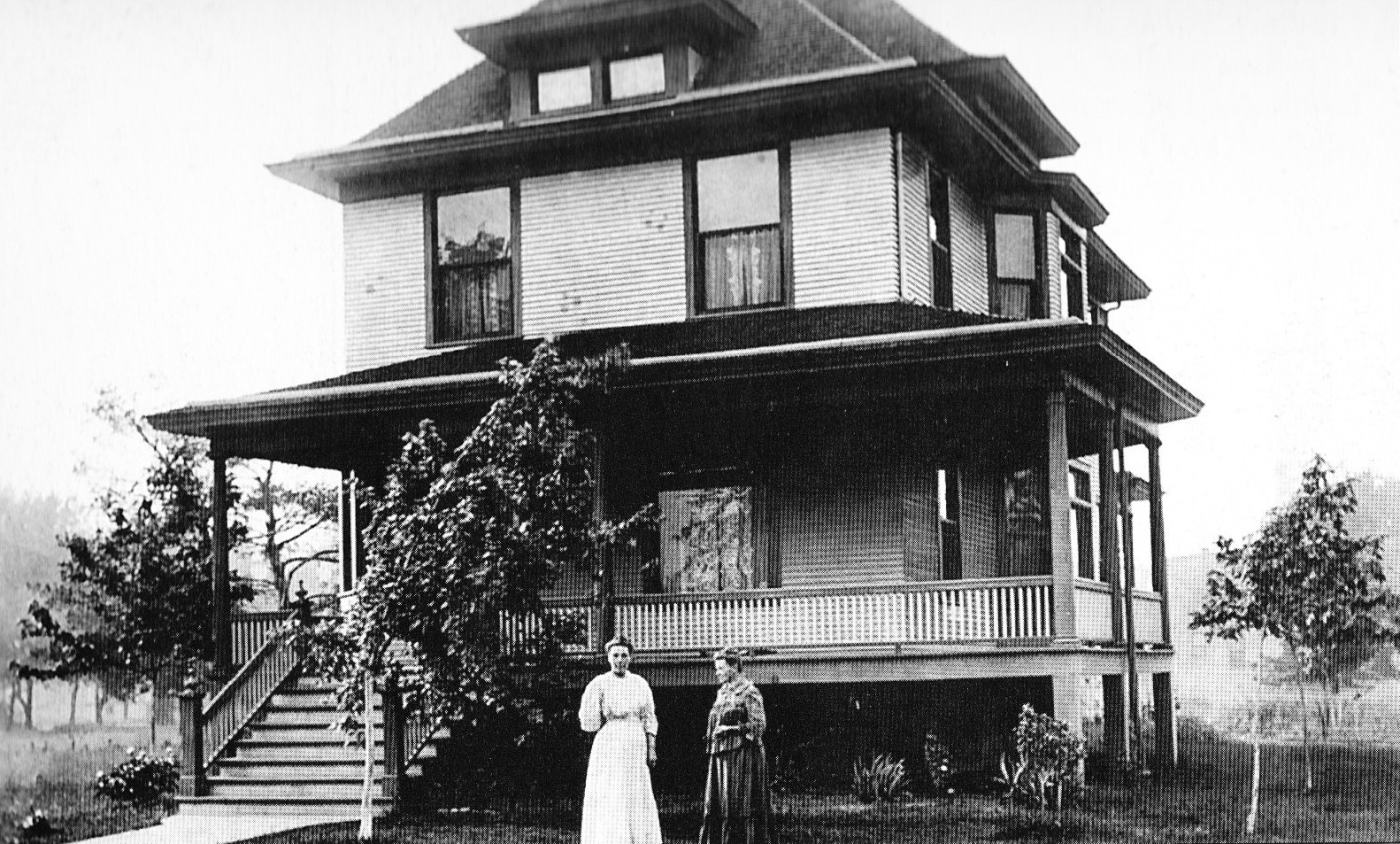 American Foursquare Home Style & History 101   Living in a Fixer Upper