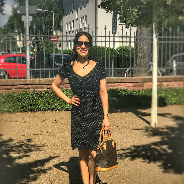 Style: Sommer Outfit mit Pünktchenkleid, Ray-Ban Sonnenbrille und Sandalen